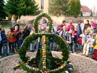 Klick mich zum vergrößern - - Osterbrunnen in Prausitz